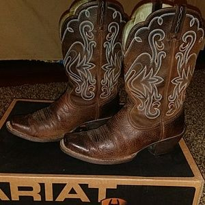 Womens size 8.5 Ariat boots